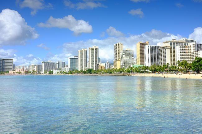 Uniform Services and Rentals in Hawaii for Automotive, Healthcare, Hospitality, Retail and More